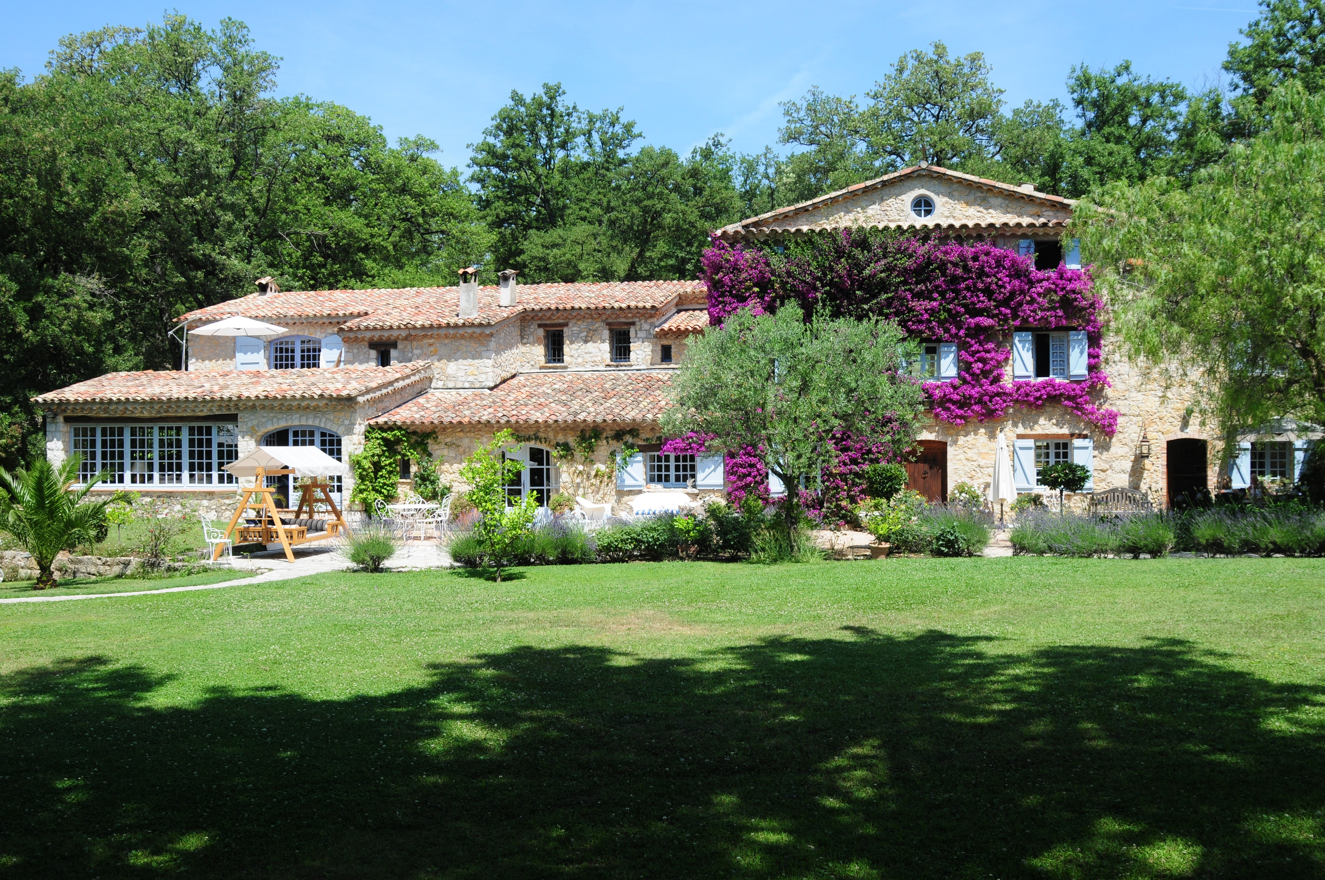 Sell your Villa in the South of France with our Unique Approach